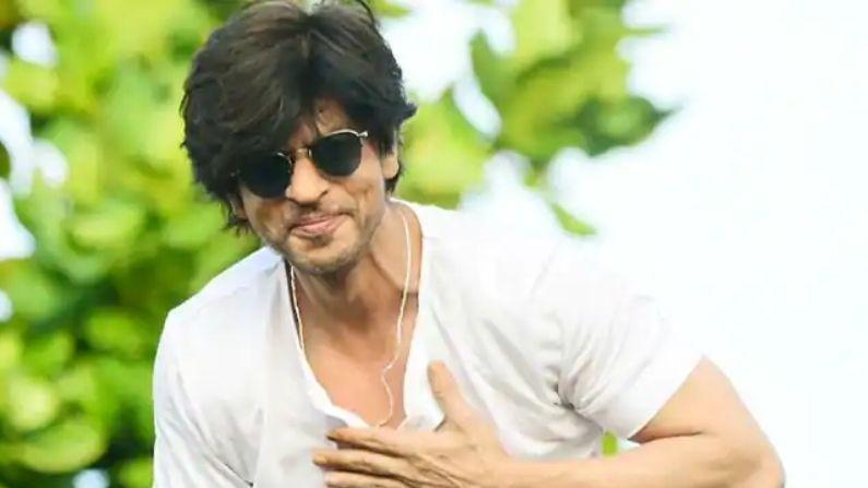 શાહરૂખ ખાન (Shah Rukh Khan) :-શાહરૂખ ખાન પણ હવે મોટી ઉમરનાં દેખાવા લાગ્યા છે. ફિલ્મોમાં સ્માર્ટ દેખાવા માટે તેમને પણ મેકઅપનો આશરો લેવો પડે છે.