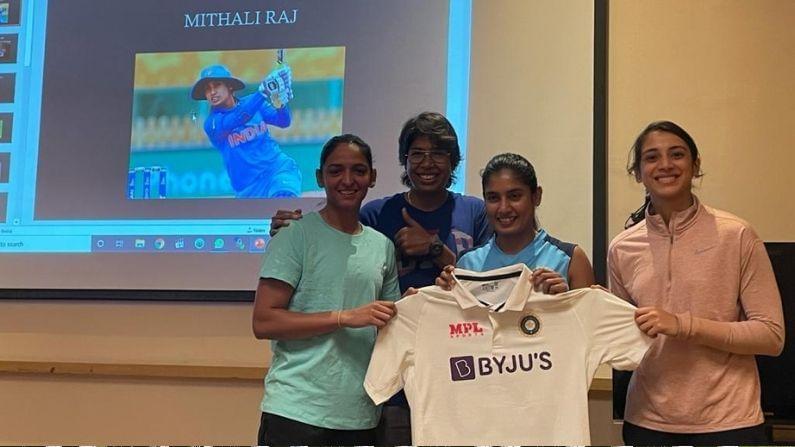 ભારતીય મહિલા ક્રિકેટ ટીમ (Women Cricket Team) બુધવારે ઇંગ્લેંડ સામે ટેસ્ટ ક્રિકેટ મેચ રમવા માટે મેદાને ઉતરશે. ટીમ   2401 દિવસના લાંબા સમય બાદ ટેસ્ટ મેચ રમશે. ભારતીય મહિલા ટીમ એ પોતાની અંતિમ ટેસ્ટ મેચ વર્ષ 2014માં રમી હતી. મિતાલી રાજ   (Mithali Raj) અને ઝૂલણ ગોસ્વામી (Jhulan Goswami)ટીમમાં સૌથી વધારે અનુભવી છે. જે બંને 10-10 મેચ રમી   ચુકી છે. જોકે ભારત માટે સૌથી વધારે ટેસ્ટ મેચ રમવાના મામલામાં તેઓ ટોપ ફાઇવમાં પણ નથી.