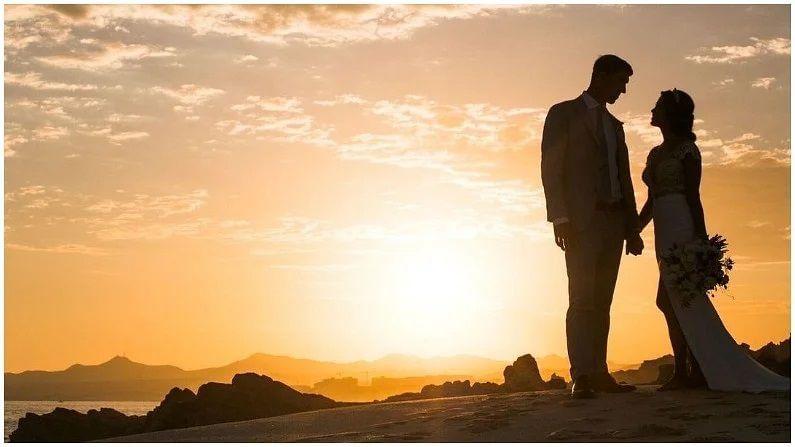 ફેલપ્સના જ્યારે લગ્ન થયા હતા, ત્યારે તેની ઉંમર 30 વર્ષ હતી. ત્યારે તેણે 30 વર્ષની મિસ કેલિફોર્નીયા નિકોલ જોનસન (Nicole Johnson) સાથે લગ્ન કર્યા હતા. જે એરીજોના ના પેરાડાઇઝ વેલીમાં લગ્ન યોજ્યા હતા.