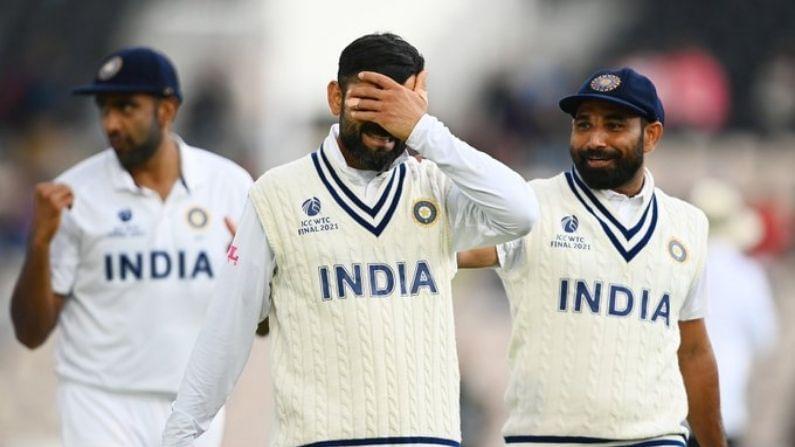 ભારતીય ટીમ 2021 વિશ્વ ટેસ્ટ ચેમ્પિયનશીપ (World Test Championship) ફાઇનલ ન્યુઝીલેન્ડ થી હારી ગઇ હતી. મેચ છઠ્ઠા દિવસ સુધી ચાલી અને ન્યુઝીલેન્ડે બાજી મારી લીધી હતી. ભારતે ન્યુઝીલેન્ડ (New Zealand) ને 139 રનનુ લક્ષ્ય આપ્યુ હતુ. આ સાથે જ ભારતીય ટીમનુ ICC ટુર્નામેન્ટના નોકઆઉટમાં હારનો સીલસીલો જારી  છે. 2013 માં ચેમ્પિયન્ય ટ્રોફી જીત્યા બાદ ભારતીય ટીમ (Team India) દરેક વખતે આઇસીસી ટુર્નામેન્ટની સેમીફાઇનલ કે ફાઇનલ સુધી પહોંચવા છતાં ટ્રોફી થી દુર રહે છે. 2014 થી અત્યાર સુધી 6 વખત આમ થયુ છે.