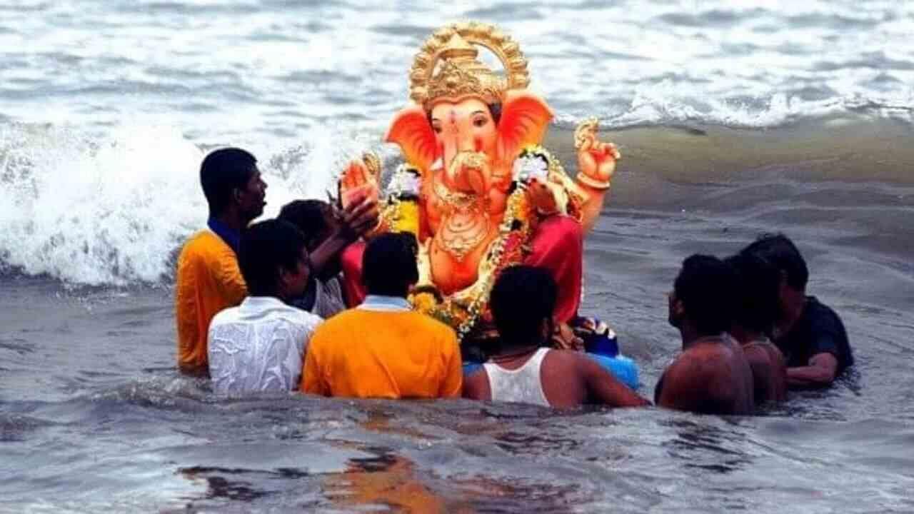 । Ganesh Utsav, more than 15 thousand idols immersed in Mumbai on 7th day of Ganpati Utsav